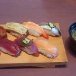 金太楼鮨 - 料理写真:握り 650円