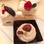 42911898 - パフェなどスイーツ食べ放題へ!!                       はじめはいちごのショートケーキ、ながのパープルのショートケーキ、モンブランから!