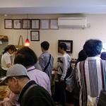 boulangerie JOE - boulangerie JOE @南葛西 有名人のサイン色紙も飾られる狭い店内は朝一から大混雑