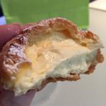 レ・アントルメ国立 - シュークリーム。 軽めのクリームなのでもっとタップリ入っていたらいいのに‼︎