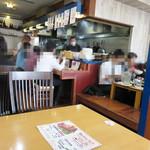 たにもと - お昼12時を過ぎると、 天神・赤坂界隈の会社員で一杯ですね。