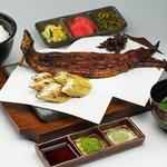 うなぎ処 京丸 - 料理写真:看板メニューの京丸定食は\2,980!蒲焼、白焼き、肝照り焼き付