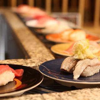 """""""流れるお寿司""""こそが「回転すしの原点」"""