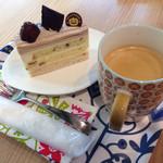 43217852 - ケーキとコーヒー