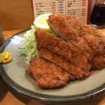 とんかつ たかの - ロース定食。1450円。