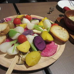 カフェザンドゥー - 2品目は色鮮やかなバーニャカウダです