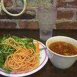 ステーキ共和国 - サラダバーと牛骨スープ