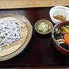 鳩豆工房 旬の花 - 料理写真:なす汁うどん
