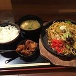 長田本庄軒 - ぼっかけ焼きそば定食並880円
