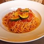 クチーナ スタジョーネ ナル - 料理写真:ズッキーニとベーコンのトマトソーススパゲッティ