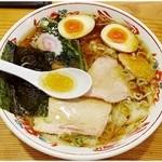 賀乃屋 - ワンタンメン味玉入り 930円 鶏うまぁ~♪