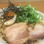 らあめん彩龍 - 魚介とんこつしょう油つけ麺のアップ〜(*^◯^*)♪ 大量のやや太麺の上に、チャーシュー、ネギ、半熟玉子、刻み海苔がトッピング❤️