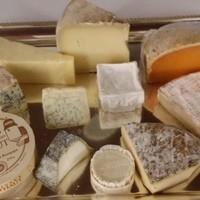 チーズプロフェッショナルが厳選したチーズをどうぞ。