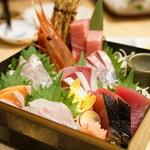 俺の魚を食ってみろ!! - 玉手箱-極上鮮魚七種盛り-(1人前580円×3)
