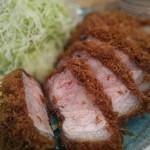 檍 - 無菌豚を使いミディアムレアで提供されるリブロース定食 脂もタップリ味わえます。