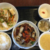 楽山 - 料理写真:黒酢酢豚、海鮮の湯引き生姜醤油