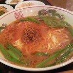翠園 - 坦々麺のアップ
