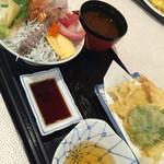牧原鮮魚店 - 海鮮丼と天ぷら付き¥1.080