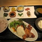 市場小路 - チキン南蛮定食 980円(税込)