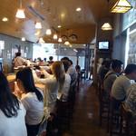 市場食堂 よし - 「よし」観光客で満席の店内