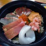 市場食堂 よし - 「海鮮丼」タイ・マグロの赤身・イカ・サーモン・ハマチ・マグロの中落ち
