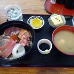市場食堂 よし - 「海鮮丼」1300円