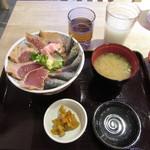 魚盛 - 炙り秋刀魚と漬け鮪丼 880円