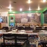 アルコ イリス ベンボス - ペルーの民芸品や風景写真など雰囲気のある店内