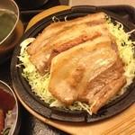 韓豚屋 - ランチ豚バラステーキ。