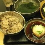 韓豚屋 - ランチセットのワカメスープ、玄米ご飯、おろしポン酢