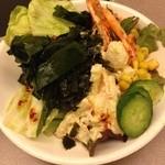 韓豚屋 - サラダバーのサラダ。