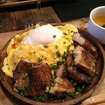 43638476 - 肉バルの豚丼 egg on egg 880円
