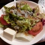 えん屋 - 豆腐と雑魚サラダ