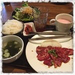 いがイガ - ハラミ定食¥1000税込 サラダバー