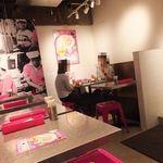 ガイトーンShinbashi - 屋台風のテーブルと椅子