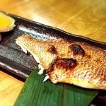 釣船茶屋 ざうお - 鯛の半身焼き!小さい…