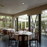 閑静な高級住宅街に佇む旧ドイツ大使邸の一軒家レストラン