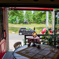 自家焙煎珈琲豆工房 ほの香 - 温かい季節はオープンテラスに