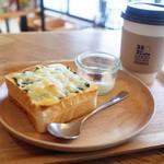 43701030 - チーズトースト 大葉のジェノベーゼ(350円)とジンジャーシロップティー スパイスジンジャー×アッサム(420円)