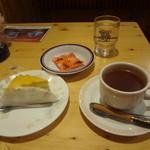 コメダ珈琲店 - 料理写真:秋の新作 もんぷきん、シナモンティー