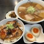 喜多方ラーメン 小法師 - 炙り焼豚ご飯セット