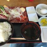 ゆうき食堂 - 刺身二点盛り ブリとサーモンの定食