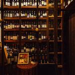 ヴィノテカサクラ - ワインはおよそ450種類