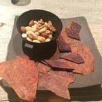 JAZZ茶房 靑猫 - 料理写真:豚とビーフジャーキーにナッツの盛り合わせ