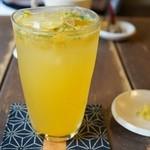 カフェ 火裏蓮花 - 橘のジュース(750円)