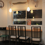 カレー専門店cafe New Delhi - 2015年10月再訪:窓際のカウンター☆