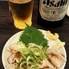やきとん 豚番長 - 料理写真:瓶ビールとガツ刺し。ビールが中瓶で550円^^;