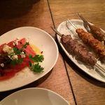 43898035 - フェタチーズとトマトの冷菜&鶏、マトン、羊団子のカバブ