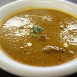 インド料理 ビシュヌ - マトンカレー・・辛口にして丁度いい感じ。