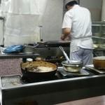宇宙軒食堂 - 注文を受けるとすぐに調理開始!